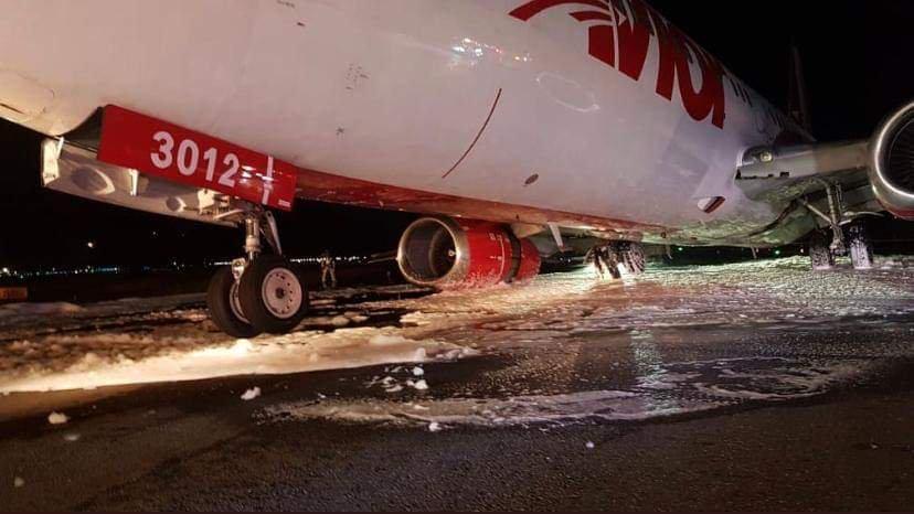 737 ล้อพับขณะลงจอด